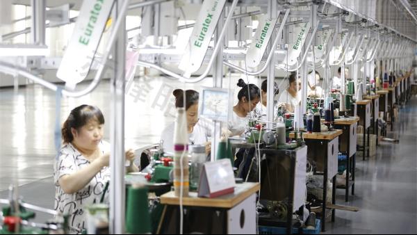 品牌方找厂家做羊绒衫加工时,如何综合把控羊绒衫密度的松紧?