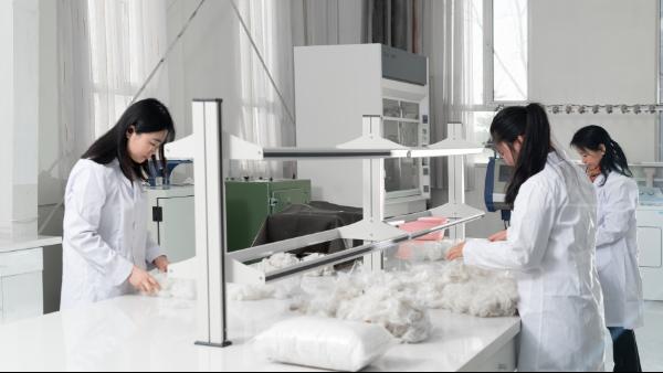 羊绒衫专卖店在合作羊绒衫生产厂家时一定要知道的羊绒衫质量检测标准