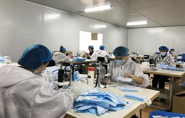赤峰昭乌达羊绒口罩生产车间