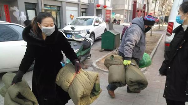 赤峰昭乌达羊绒向南新街办事处捐赠物资
