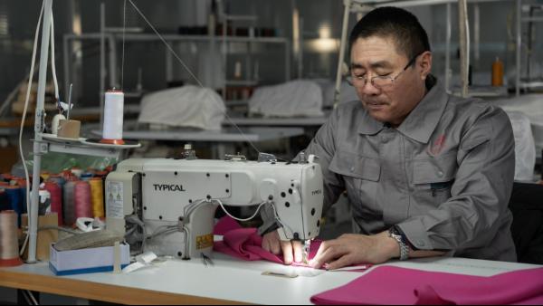 品牌方让羊绒衫厂家生产的羊绒衫密度松紧和成本关系大吗?