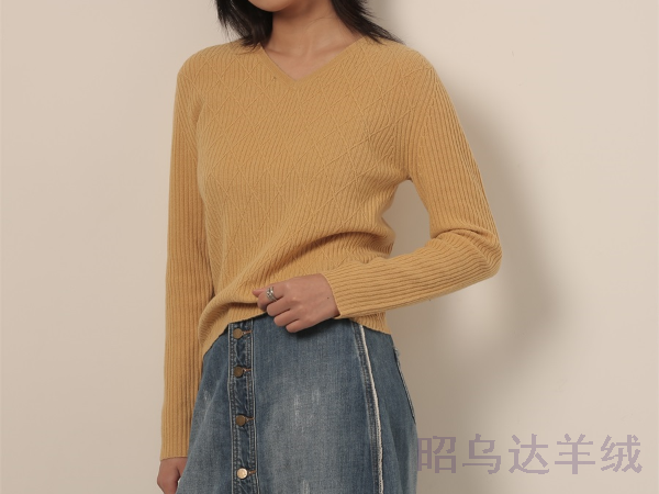 roundtable女装品牌选择昭乌达羊绒做羊绒/羊毛衫贴牌