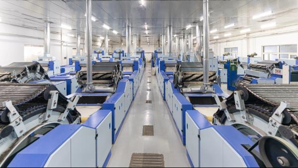 羊绒衫生产厂家说的羊绒分梳工序主要是做什么呢?